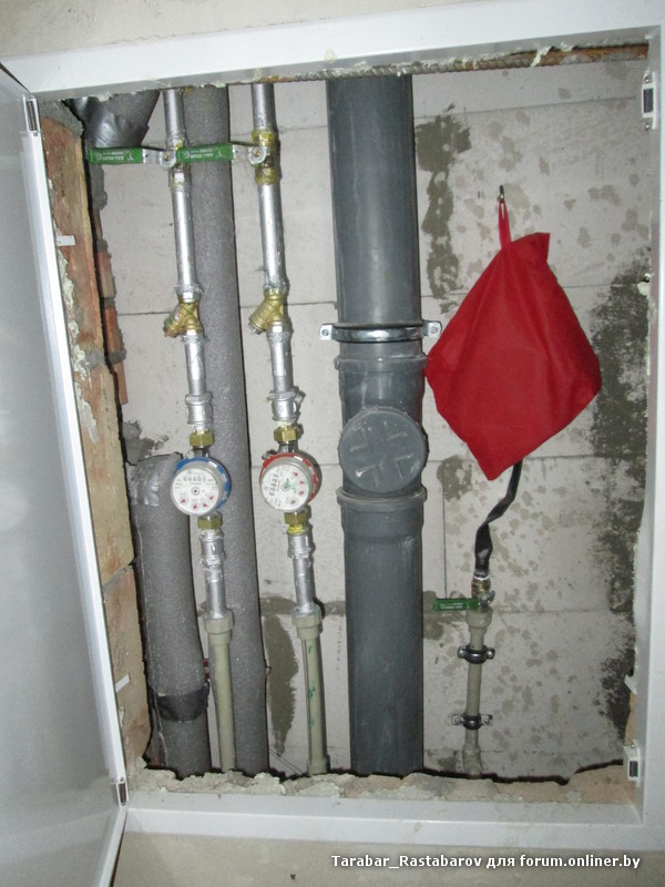 Пожарный кран с рукавом и стволом в квартире